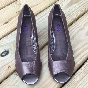 Indigo By Clarks Pewter Leather Peek Toe Heels 8M